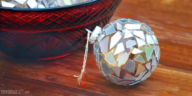 Diy mosaic ornaments by creme de la craft so fetch daily for Do it yourself christmas tree decorations