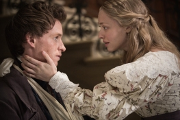Eddie Redmayne and Amanda Seyfried in LES MISERABLES (Image Credit: Universal Pictures)