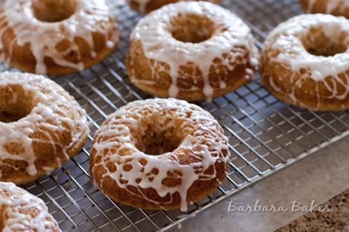 (Image Credit: http://www.barbarabakes.com/2012/01/baked-lemon-donuts)