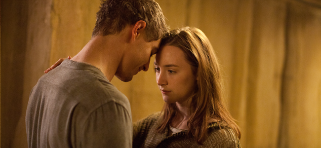 Max Irons and Saoirse Ronan in THE HOST (Image Credit: Alan Markfield, Open Road Films 2012)