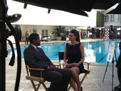 Carly Steel interviewing Denzel Washington (Image Credit: Carly Steel / Twitter)