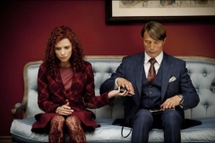 Lara Jean Chorostecki as Freddie Lounds and Mads Mikkelsen as Dr. Hannibal Lecter in HANNIBAL
