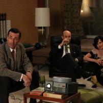 Don Draper (Jon Hamm), Arnold Rosen (Brian Markinson) and Sylvia Rosen (Linda Cardellini) - Mad Men - (Photo Credit: Michael Yarish/AMC)