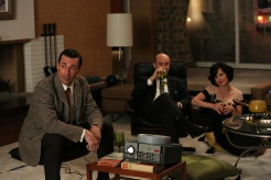 Don Draper (Jon Hamm), Arnold Rosen (Brian Markinson) and Sylvia Rosen (Linda Cardellini) - Mad Men - (Photo Credit: Michael Yarish/AMC)
