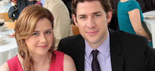Jenna Fischer as Pam Beesly and John Krasinski as Jim Halpert in THE OFFICE (Image Credit: NB)
