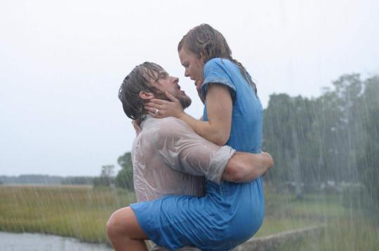 Ryan Gosling as Noah and Rachel McAdams as Allie in THE NOTEBOOK (Image Credit: New Line Cinema)
