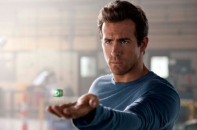 Ryan Reynolds as Hal Jordan / Green Lantern in GREEN LANTERN (Image Credit: Warner Bros.)