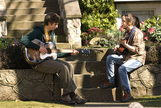 Michael Cera and Ellen Page in JUNO (Image Credit: 20th Century Fox)