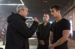 Director Neil Burger, Jai Courtney, and Theo James on the set of DIVERGENT (Image Credit: Jaap Buitendijk / Summit Entertainment)