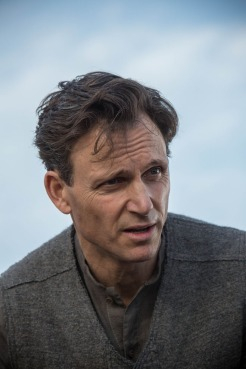 Tony Goldwyn in DIVERGENT (Image Credit: Jaap Buitendijk / Summit Entertainment)