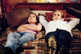Katie Holmes as Joey and James Van Der Beek as Dawson in DAWSON'S CREEK (Image Credit: Fred Norris / Sony Pictures)