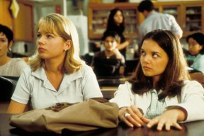 Michelle Williams as Jen and Katie Holmes as Joey in DAWSON'S CREEK (Image Credit: Sony Pictures)