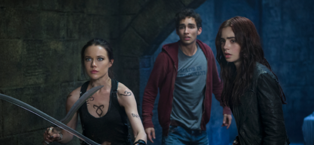 Jemina West as Isabelle Lightwood, Robert Sheehan as Simon Lewis, and Lily Collins as Clary Fray in THE MORTAL INSTRUMENTS: CITY OF BONES (Image Credit: 2013 Constantin Film International GmbH and Unique Features (TMI) Inc.)