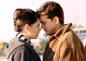 Katie Holmes as Joey and Joshua Jackson as Pacey in DAWSON'S CREEK (Image Credit: Sony Pictures)