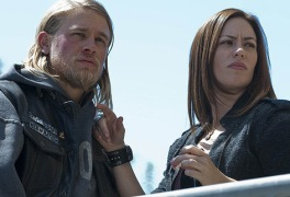 Charlie Hunnam as Jax Teller and Maggie Siff as Tara Knowles in SONS OF ANARCHY (Image Credit: Prashant Gupta / FX)