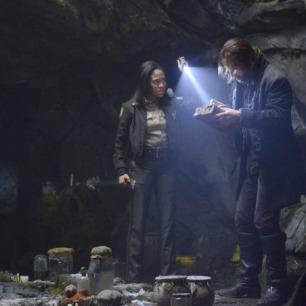 Tom Mison as Ichabod Crane and Nicole Beharie as Abbie Mills in SLEEPY HOLLOW (Image Credit: Brownie Harris/FOX)
