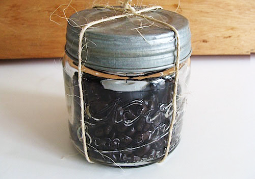 DIY Coffee Bean Candle (Image Credit: The Happy Housewife)