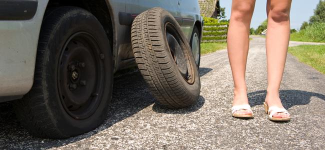 Changing Tire (Image Credit: Hugo de Wolf)