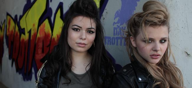 Miranda Cosgrove and Chloë Moretz on-set in the Drew Barrymore directed Best Coast Supervideo for 'Our Deal' (Image Credit: Estevan Oriol / MTV)