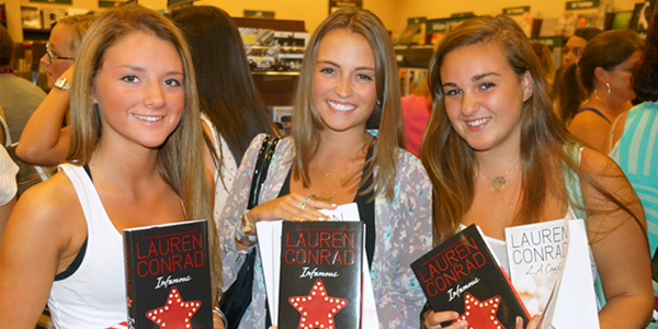 Book Signing (Image Credit: Courtney McManus/The Daily Quirk)