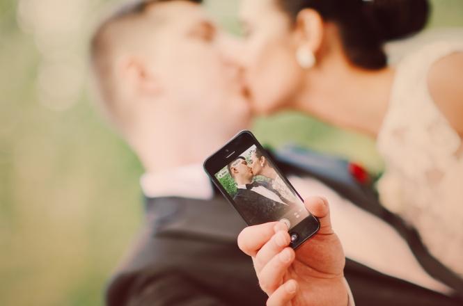 Selfie Couple at Wedding photoshoot