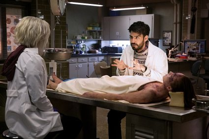 Rose McIver and Rahul Kohli in IZOMBIE (Image Credit: Cate Cameron/The CW)