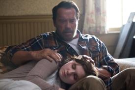 Arnold Schwarzenegger and Abigail Breslin in MAGGIE (Image Credit: Lukas Ettlin)